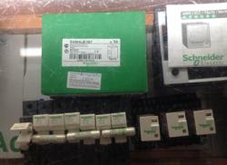 Thiết bị điện Schneider relay kính